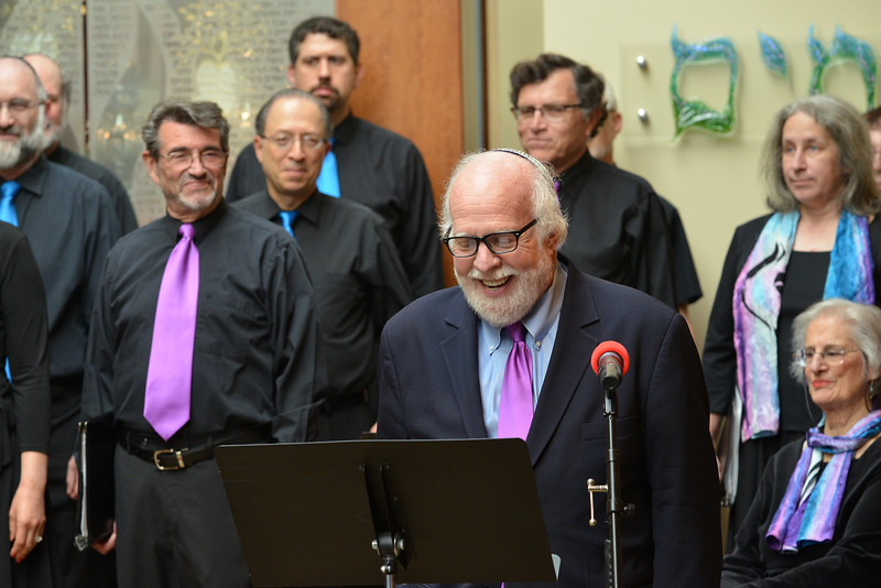 Congregation Beth Elohim, Rabbi at start with smile